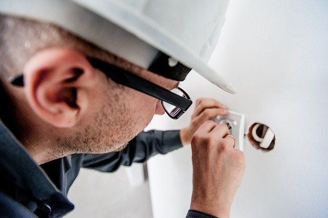 4 Tips to Hiring A Qualified Electrician